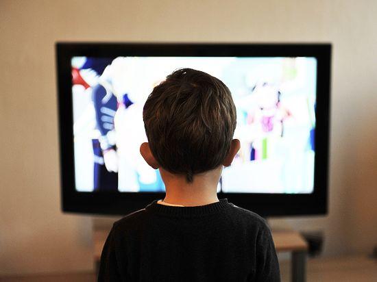 Ученые доказали, что просмотр телевизора разрушительно влияет натворческие способности детей