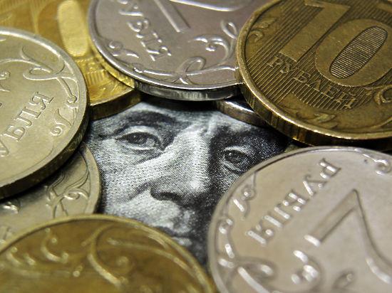 Дефицит валюты в банках угрожает ростом доллара до 95 рублей