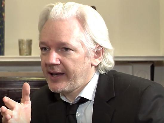 Ассанж опубликовал документы о планах Клинтон устранить его с беспилотника