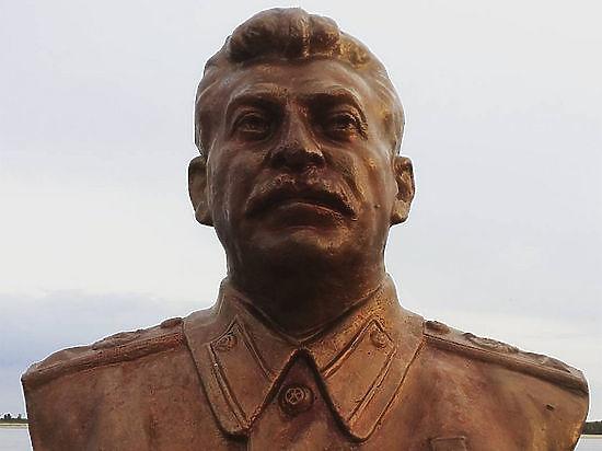 Монумент Сталину вСургуте отправили на«ответственное хранение»