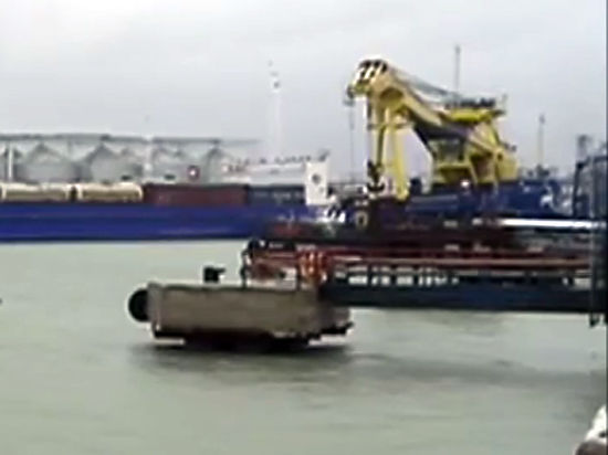 Поиск моряков сзатонувшего уберегов Крыма плавкрана осложняет шторм