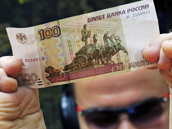Денег у россиян все меньше, а расходов все больше