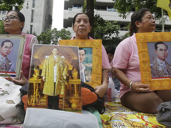 Тату, короткие майки, белый пудель— Будущий монарх Таиланда