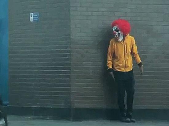 Клоун-убийца ранил ножом подростка вШвеции