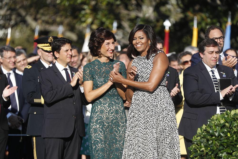 """На """"прощальном"""" приеме в Белом доме Мишель Обама удивила своим нарядом"""