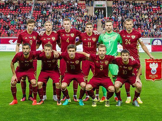 Сборная Российской Федерации пофутболу опустилась на53-е место рейтинга ФИФА