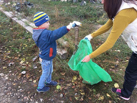 В Симферополе общественники и мэрия вышли на уборку города помочь дворникам