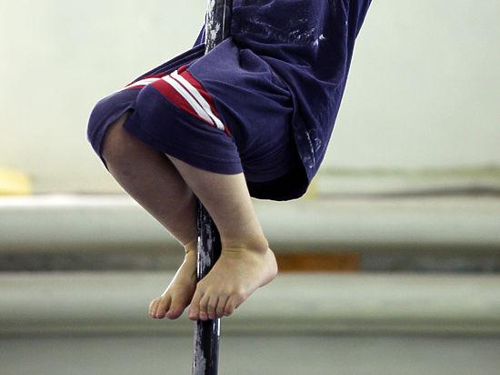 Канат науроках помогает девочкам вполовом развитии— педагог физкультуры