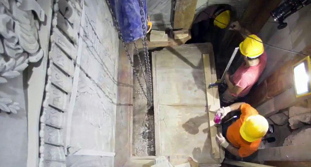 В Храме Гроба Господня в Иерусалиме впервые за пять веков вскрыли гробницу Иисуса Христа