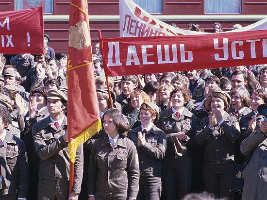 День рождения Комсомола: как спасли поэта Вознесенского и открыли театр Спесивцева