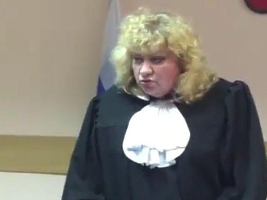 «Таких не бывает!»: судья, посадившая блогера Соколовского, стала звездой интернета