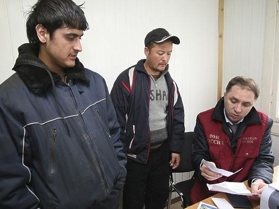 На какие ухищрения идут мигранты, чтобы получить работу в РФ