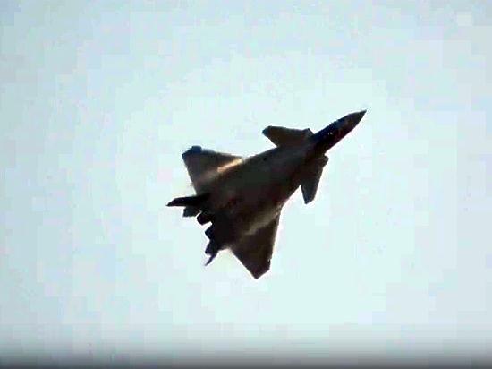 Китай впервые показал публике истребитель пятого поколения J-20