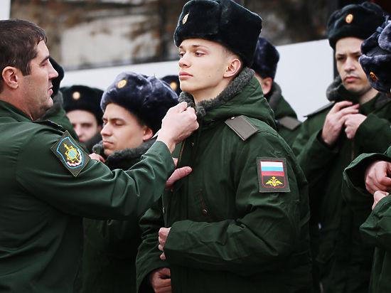 Чтобы пойти в армию, москвичи берут академки