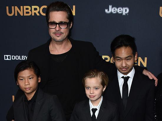Дети просят Бреда Питта забрать их к себе от Джоли
