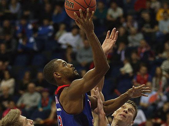 В баскетбольной Единой лиге столкнулись лидеры