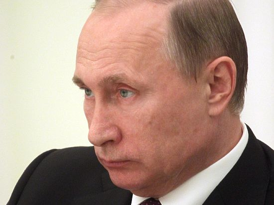 Путин поручил рассмотреть введение пошлины для иностранных онлайн-магазинов