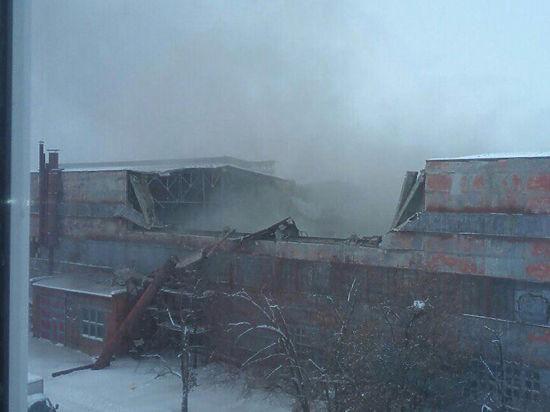На производстве «Буков» и С-300 после обрушения крыши ищут выживших