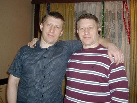 Полицейские-близнецы завели 16 детей на двоих