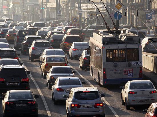 Практически все большие автодороги столицы встали в8-балльных пробках