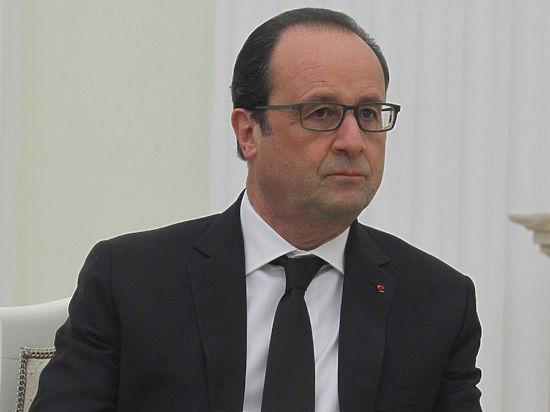 Олланд получил проект резолюции о начале против него процедуры импичмента