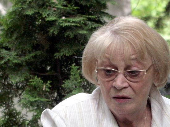 Вдова Олега Ефремова рассказала, почему врачи запретили ей разговаривать