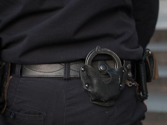 Транспортных полицейских задержали за взятку после побега