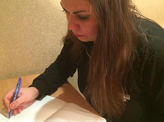 """Школьники и журналисты померялись грамотностью в """"Ломоносовском диктанте"""""""