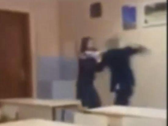 Зверское избиение иркутской школьницы одноклассником попало на видео