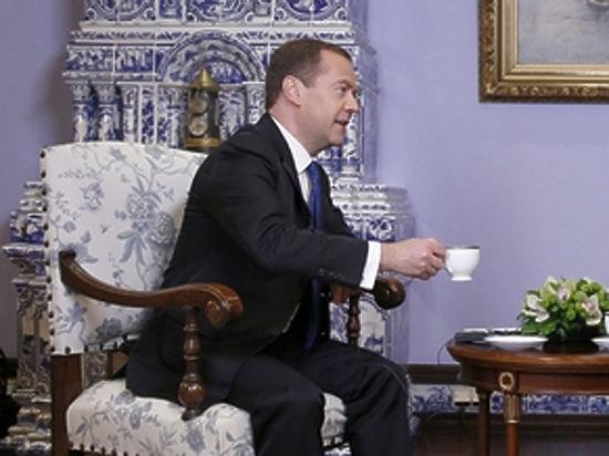 """Предложение Медведева переименовать """"неполиткорректный"""" американо нашло живой отклик у россиян"""