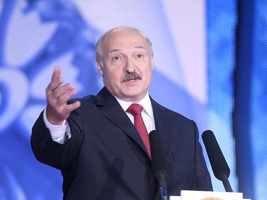 Лукашенко рассказал россйским журналистам, что мир спасут айфоны и плафоны