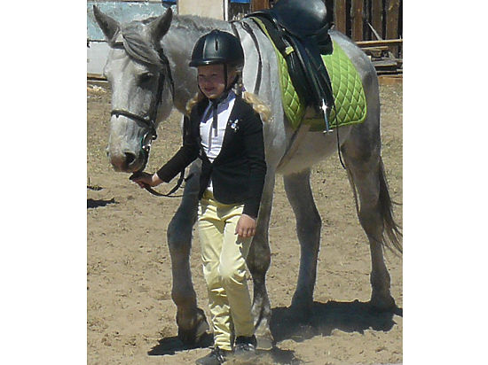 Подаренная Путиным лошадь едет к девочке Рите уже два года