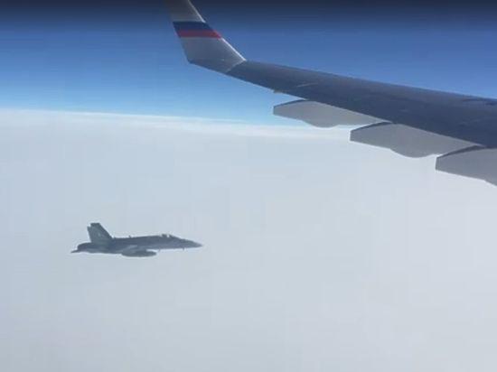 Россия потребовала разъяснений Швейцарии из-за сопровождения самолета кремлевского пула истребителями
