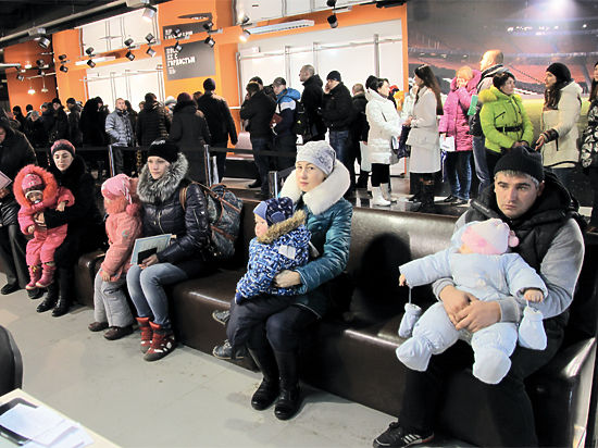 Евреи, старики и дети: как на Донбассе распределяется гуманитарная помощь