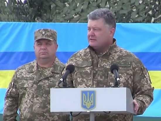 """Порошенко заявил о """"замоченной в сортире"""" российской демократии"""