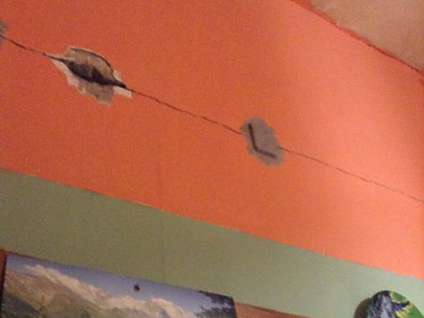 Россияне познали ужасы дорогущего капремонта: «Крышу разобрали, подвал затопило»
