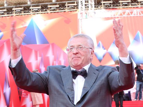 Жириновский сделал предложение Памфиловой и объяснил, что ей делать ночью