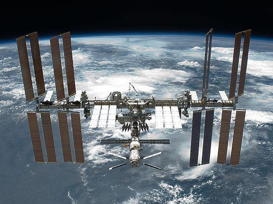 В 5-ти километрах отМКС пролетит космический сор
