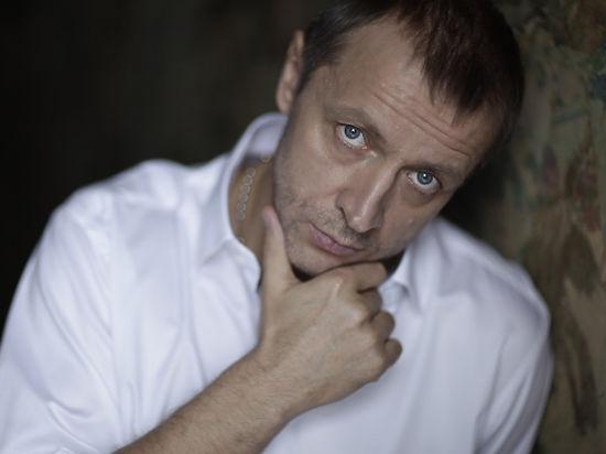 Жертвами авиакатастрофы в Крыму стали известный продюсер и его помощница