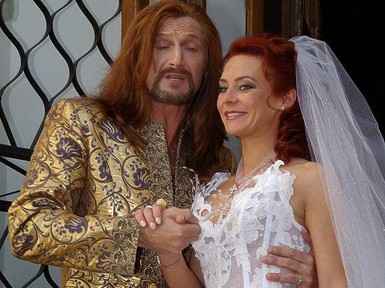 Суд официально расторг брак Анисиной и Джигурды