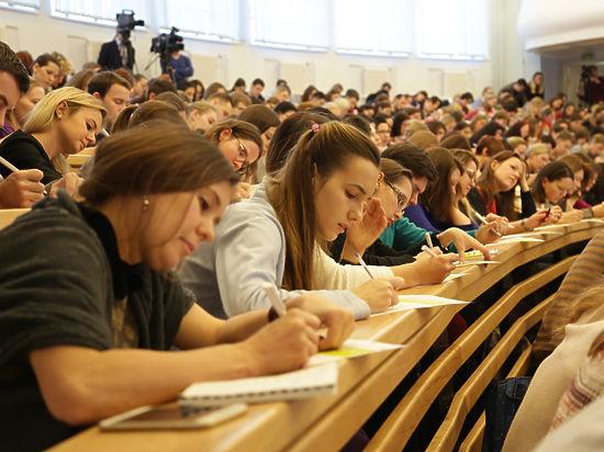 Россияне впервые написали тотальный диктант по английскому языку
