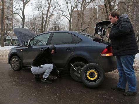 Водитель золотого «Мерседеса» поразил Москву необычным поведением