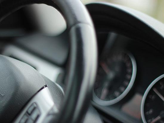 Престарелых водителей вынудят повесить наавтомобиле особый знак