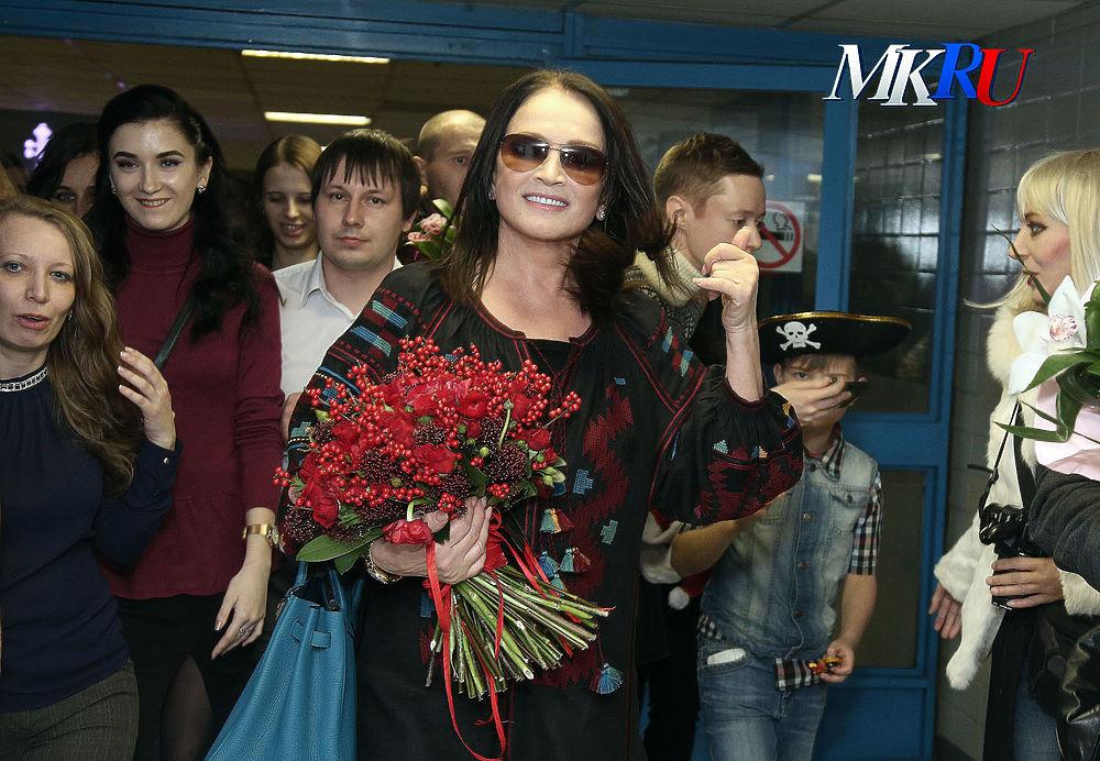"""В спорткомплексе """"Олимпийский"""" состоялся гала-концерт """"Песни года"""". В этом году фестивалю исполнилось 45 лет."""