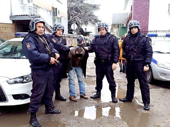 В Симферополе  Росгвардия задержала вора-иностранца во время похищения курток