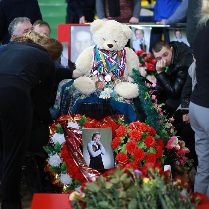 Сегодня в Югре попрощались с погибшими в ДТП под Ханты-Мансийском