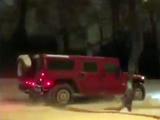 Милиция заинтересовалась прокатившимся погазонам около МГУ вишневым Hummer
