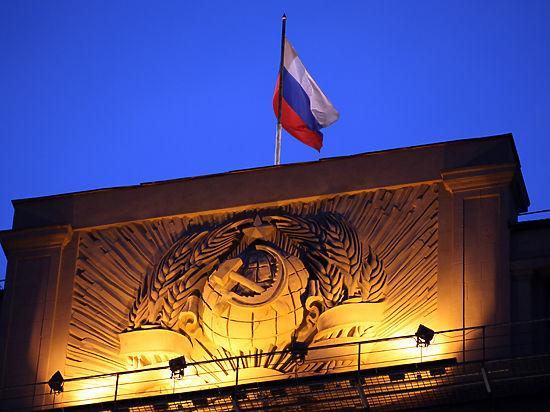 Критикуя Ельцина, Михалков обвиняет и Путина: размышления в День Конституции