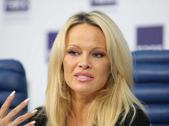 Памела Андерсон неисключает получения русского гражданства