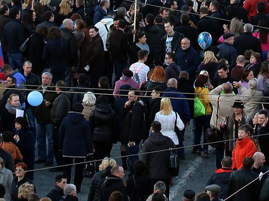 Свободные уличные встречи депутатов сизбирателями хотят приравнять кмитингам